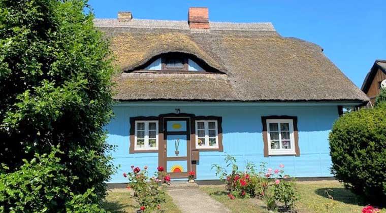 Hübsch und farbenfroh: Haus in Born am Darß