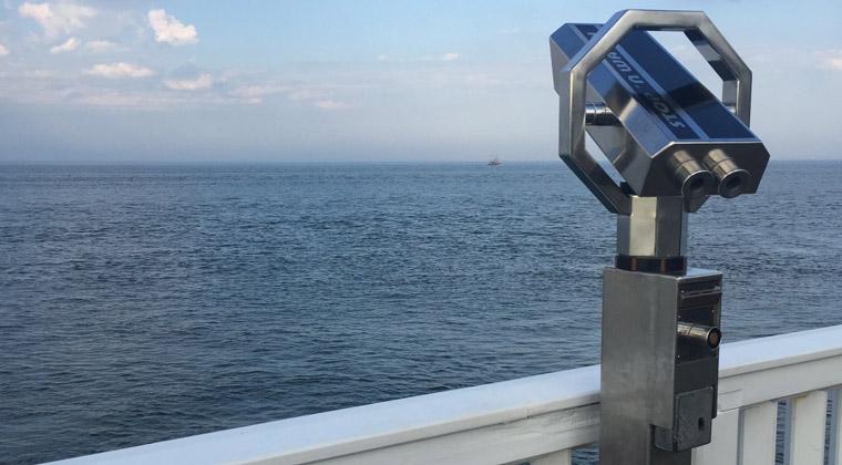Von der Alten Liebe aus lassen sich toll die vorbeifahrenden Schiffe beobachten