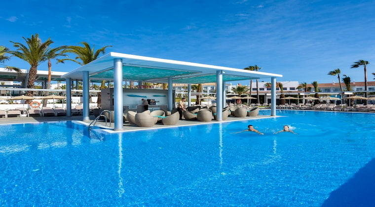 Swim Up Bar im Hotel Riu Chiclana