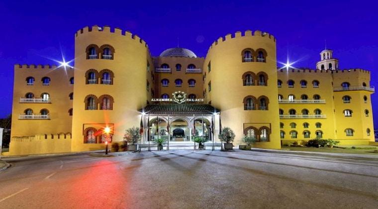 Hotel Alhambra Palace von außen