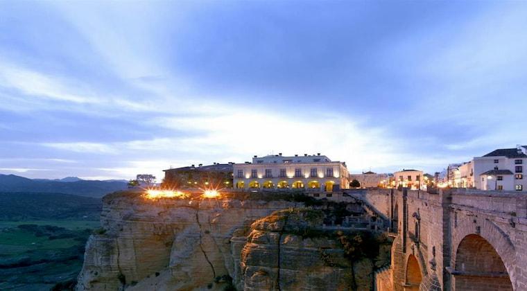 Top Lage vom Hotel Parador de Ronda