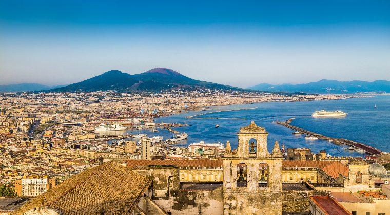 Neapel mit Blick auf Vesuv