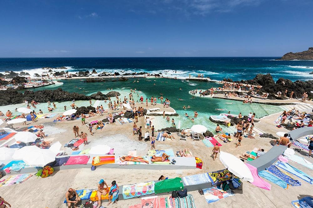 Piscinas Naturais - erinnert fast ein bisschen an den spektakulären Pool am Bondi-Beach in Australien.