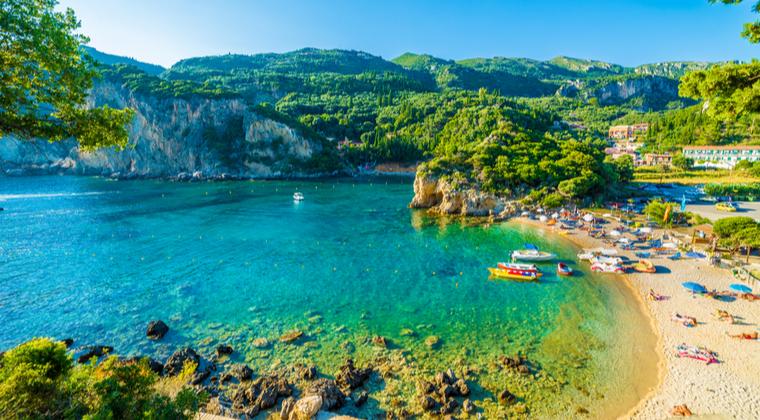 Strand von Paleokastritsa auf Korfu