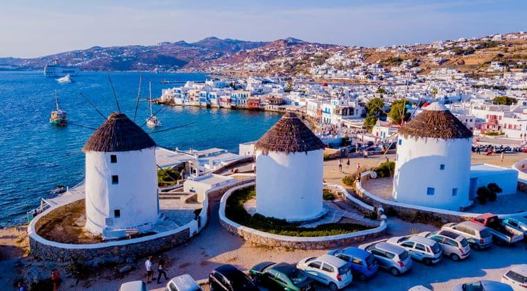 Windmühlen und Chora auf Mykonos