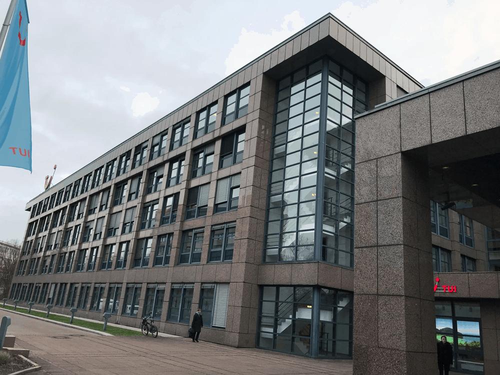 Das Assessment Center am ersten Schulungstag der Ausbildung findet in der Firmenzentarle der TUI AG in Hannovers statt
