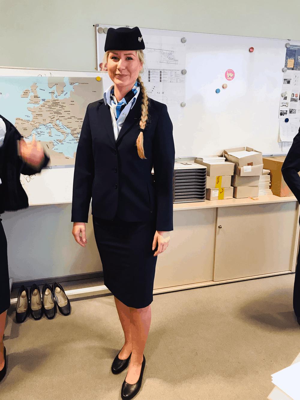 Die Frauen haben für die Anprobe der Uniformen etwas mehr Zeit benötigt als die Männer, da sie eine größere Auswahl an Kleidungsstücken hatten