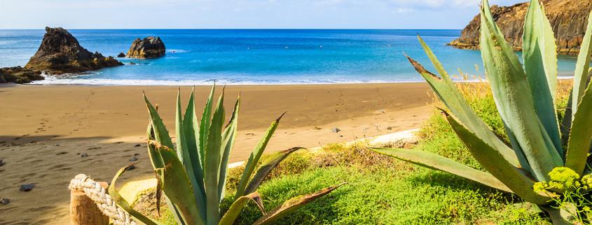 Traumhafter Blick auf den Strand von Prainha in der Nähe von Canical Stadt.