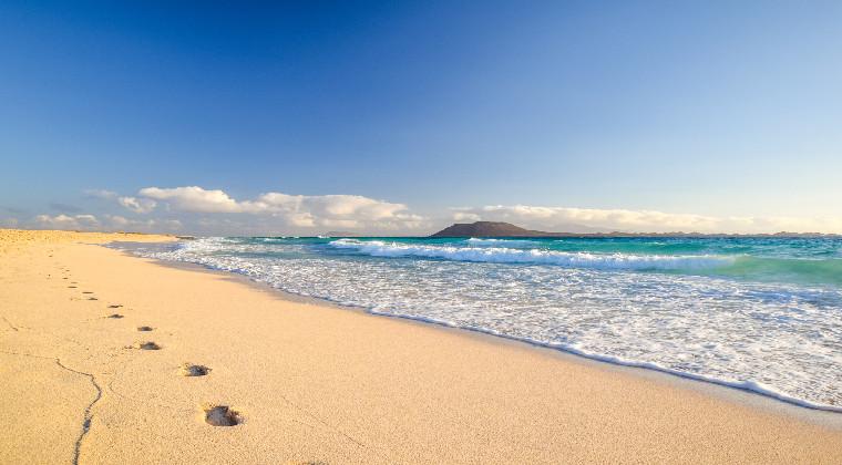Kanaren Fuerteventura Fußabdrücke im Sand