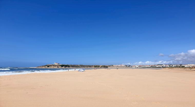 Weiter Strand am Praia das Furnas
