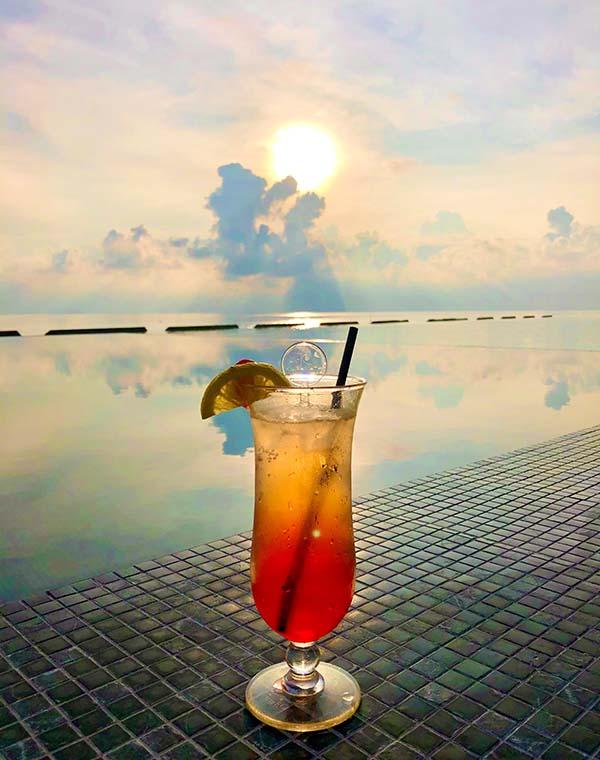 Sundowner im Kuramathi Maldives
