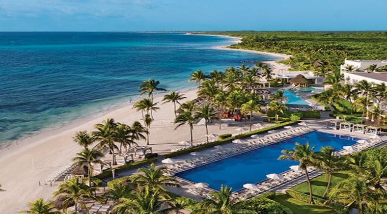 Palmen und Strand vom Hotel Dreams Tulum
