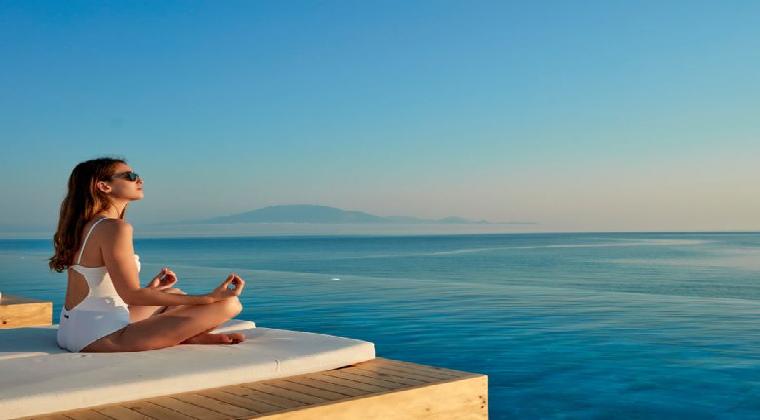 Lesante Blu Exclusive Beach Resort Frau am Pool