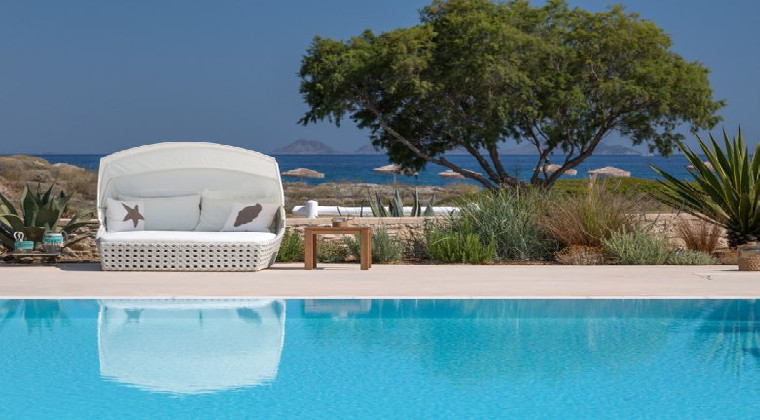 Hotel White Pearls adults only Pool mit Meerblick