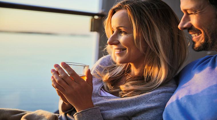 Paar Sonnenuntergang TUI Cruises