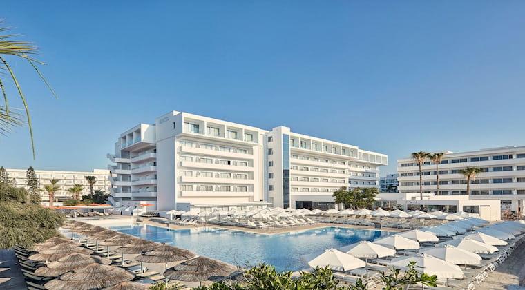 Zypern TUI SUNEO Atlantica Sancta Napa Hotelansicht