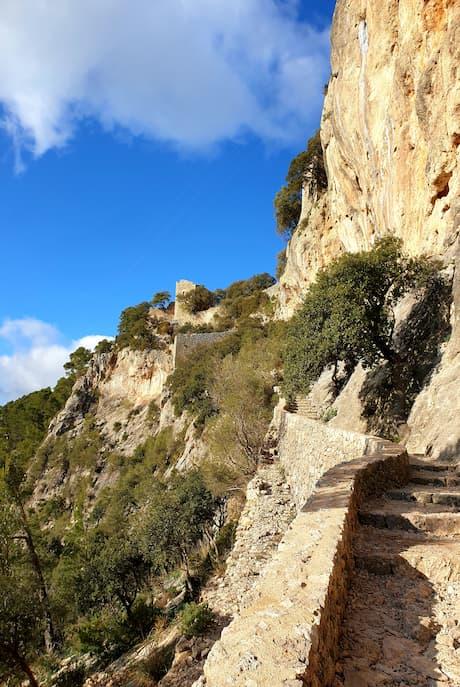 Aufstieg zum Castell d`Alaro Mallorca