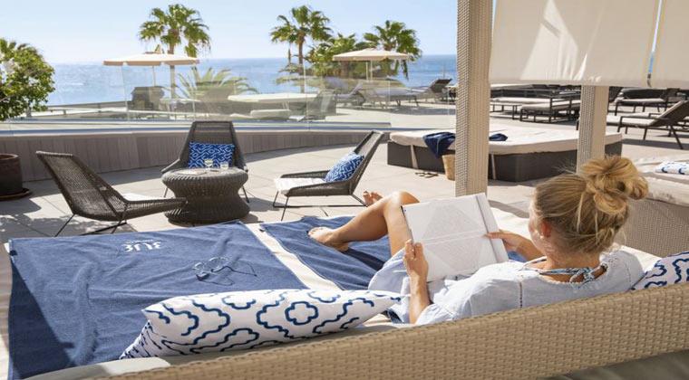 Fuerteventura TUI BLUE Riu Calypso Frau am Pool