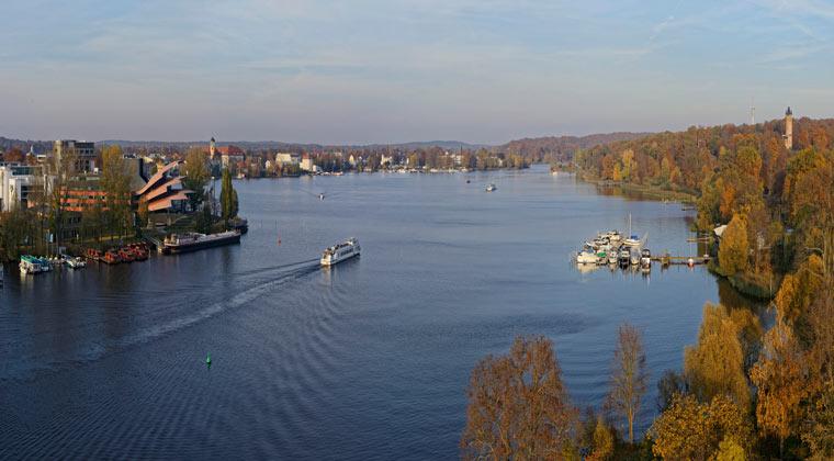 Potsdam Blick auf Schiffbauergasse mit Hans Otto Theater