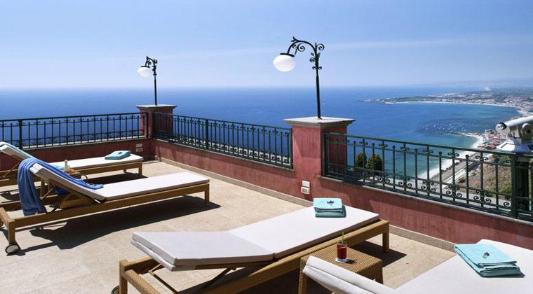 Italien Insel Sizilien Villa Schuler Blick auf Meer