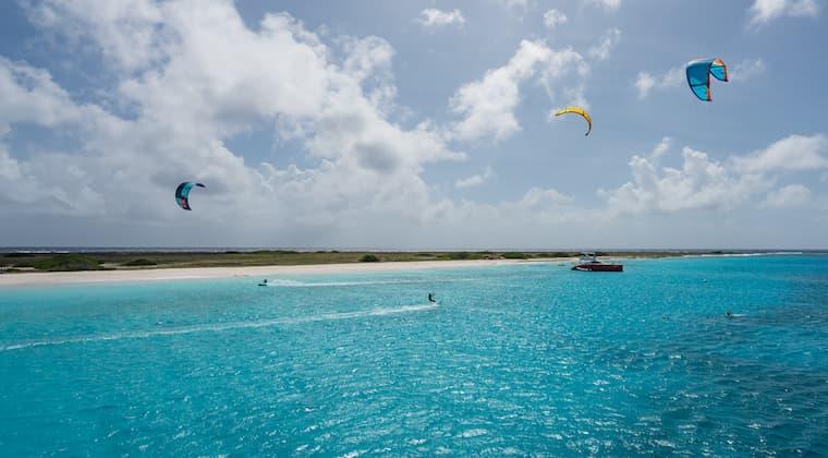 Kite Surfer vor Klein Curacao