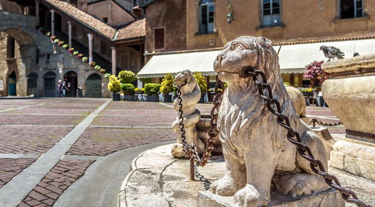 Bergamo Sehenswürdigkeiten die Piazza Veccia in der Altstadt