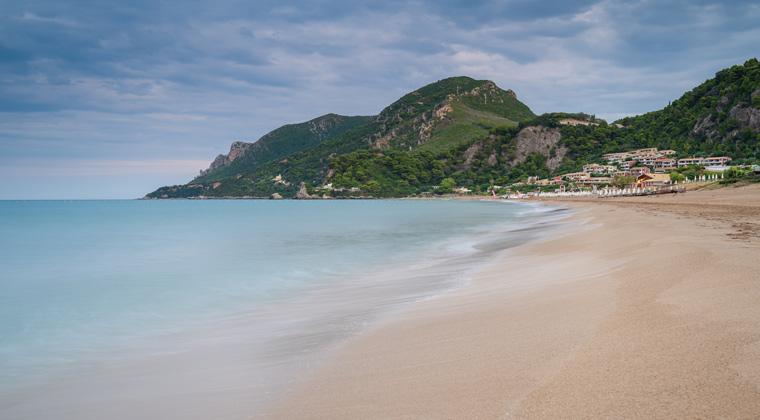 Der schöne Strand Glyfada Insel Korfu