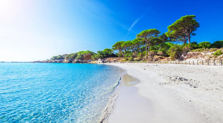 Blick auf den weißen Strand Palombaggia