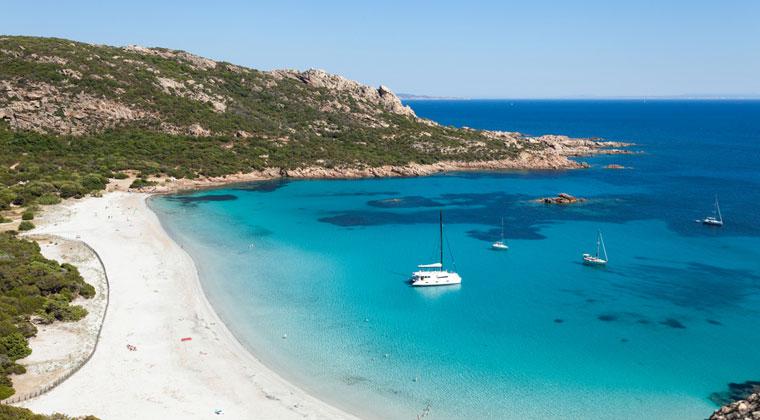 Bucht mit Roccapina Strand und Boot