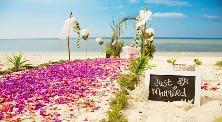 Deko Blumenmeer Strandhochzeit