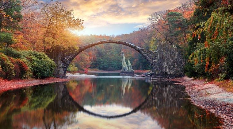 Die Rakotzbrücke im Herbst