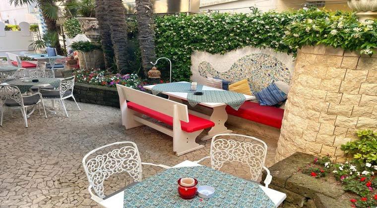 Außenterrasse Hotel Milton Gardasee