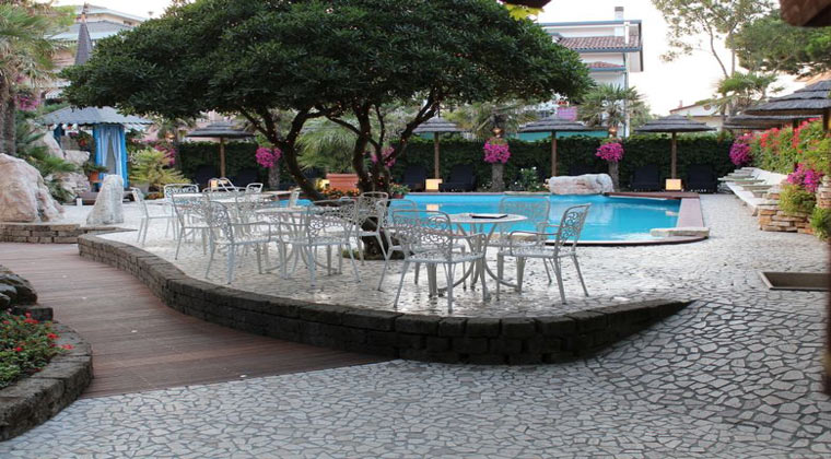 Pool Hotel Milton Gardasee