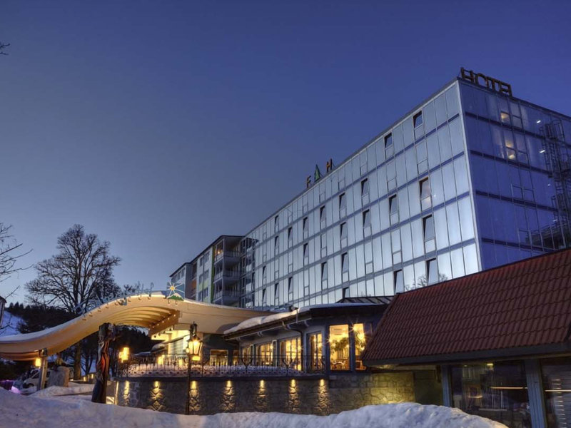 hotel schwarzwald single Featuring free wifi and a barbecue, schwarzwald-hotel silberkönig ringhotel offers accommodations in gutach im breisgau.
