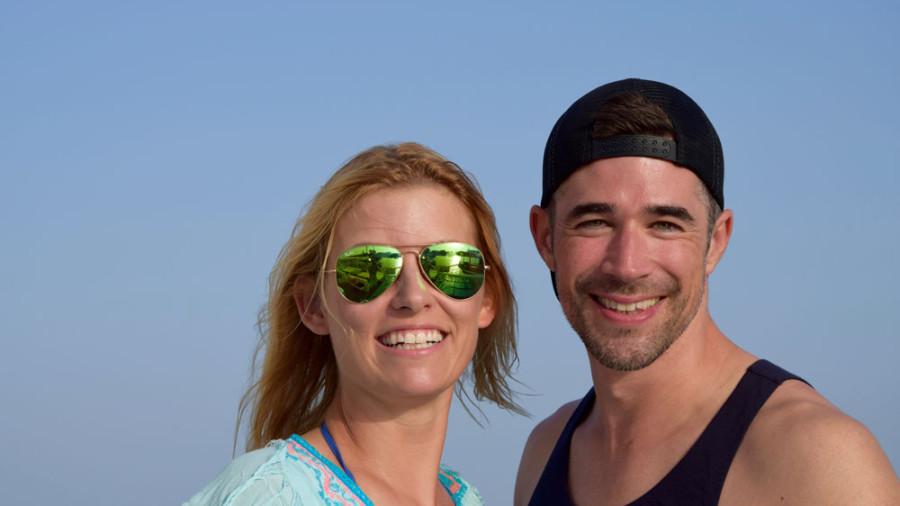 Der perfekte Ausklang nach einem traumhaften Tag auf Zypern: Annica und Jo auf dem Katamaran