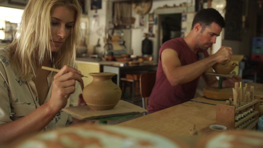 Annica und Jo beim Töpfern