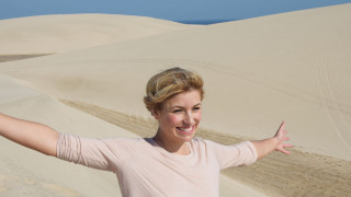 Barfuß durch den Wüstensand: Annica entdeckt die Wüste Katars